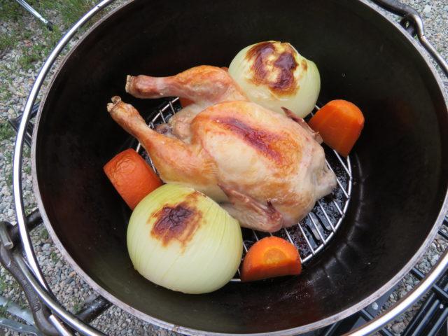 ダッチオーブンでチキン丸焼き