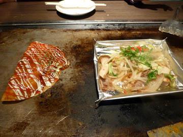 お好み焼き でん の豚平焼きと野菜焼き
