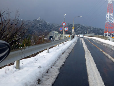 境水道に架かる境水道大橋の入り口に画像