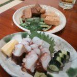 島タコの刺身と3枚肉と豆腐の煮込み