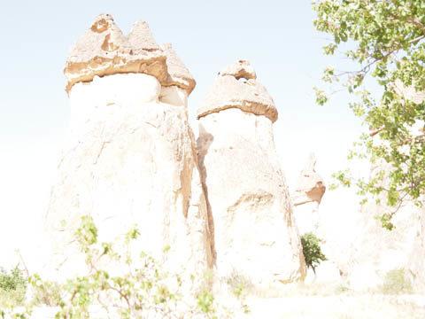 e-5 白とび オリンパス カッパドキアのキノコ岩の画像