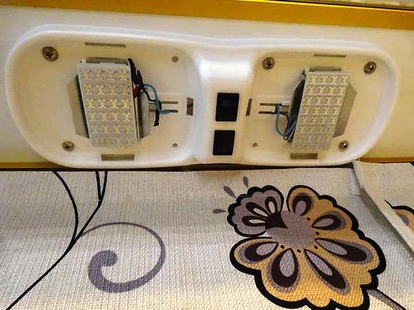 キャンピングカー LED 交換 改造
