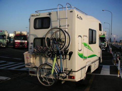 ナッツRV製キャンピングカークレソン北海道へのフェリー待ち自転車2台積み