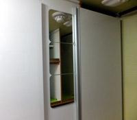 マックレー・デイブレイクのトイレ・シャワー室の横に鏡を設置しました