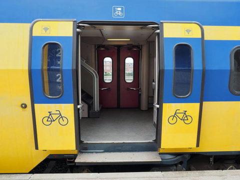 オランダ国鉄ICの扉 自転車積み込み