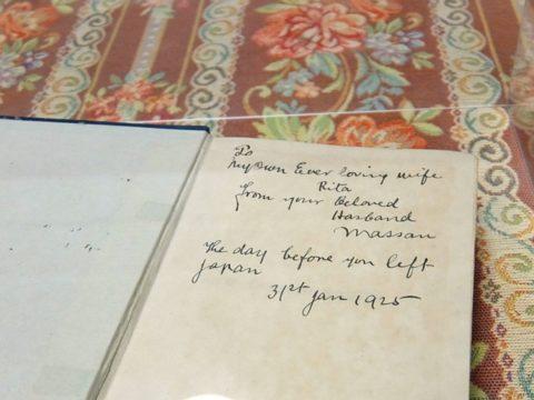 旧竹鶴邸にある竹鶴政孝がリタに贈った本
