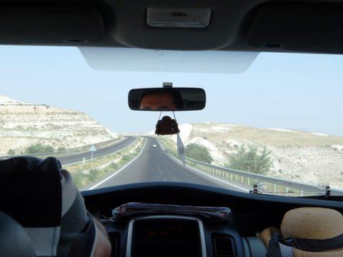 カッパドキアへ向かう送迎車からみたアナトリアの大地