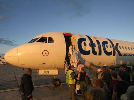 ハバナでメヒカーナ航空 クリックに搭乗 キューバハバナにて