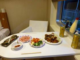 シルバーフェリー新造船シルバーエイト特等室での夕食の画像