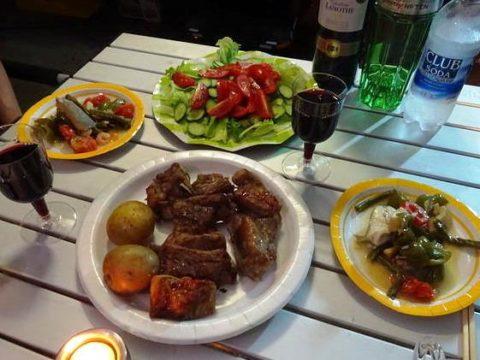 オートキャンプ アウトドア料理 スペアリブ 赤ワイン ジンリッキー