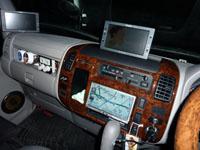 デイブレイクに装備したパナソニック ナビ ストラーダ 及び7型モニター2台