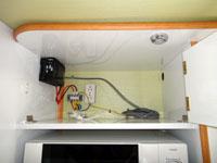 300Wインバーターと配電盤コーナーの画像