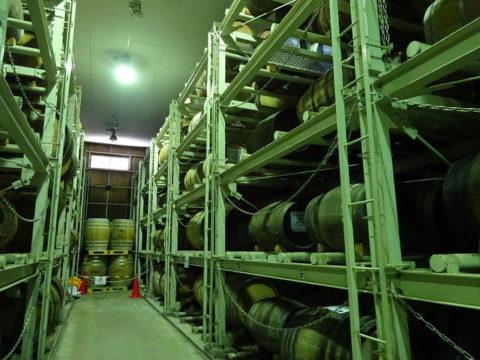 信州マルス蒸留所の貯蔵庫