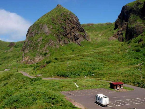 北海道礼文島桃岩の駐車場のマックレーデイブレイク キャンピングカー