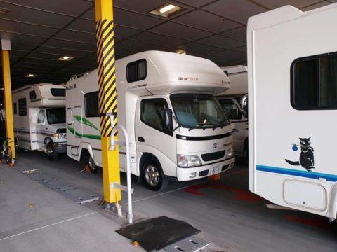 東日本フェリーのナッチャンWorldの車両デッキ キャンピングカーがたくさん