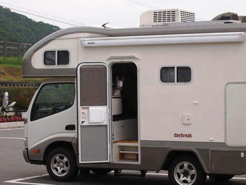 キャンピングカー デイブレイクとウィペットのペッパーin北海道