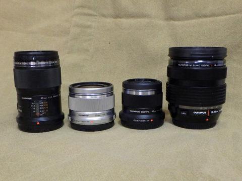 オリンパスマイクロフォーサーズレンズの大きさを比較した画像左から60mmマクロ、25mm、45mm、12-40mm F2.8 PRO