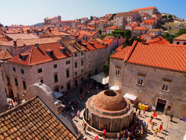 ドゥブロヴニク旧市街を城壁から撮影