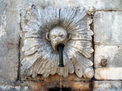 ドゥブロブニク旧市街オノフリオ大噴水の蛇口の彫刻の画像