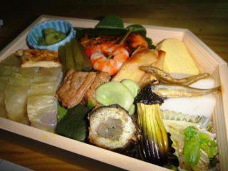 キャンピングカーデイブレイクの納車祝いで刈谷PAで食べた辻留のお弁当