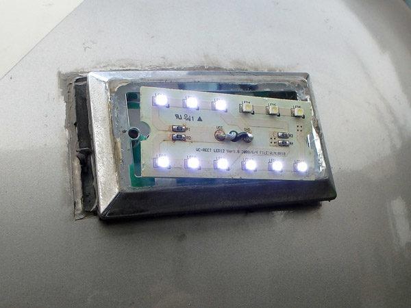 キャンピングカーデイブレイク号の車高灯を修理