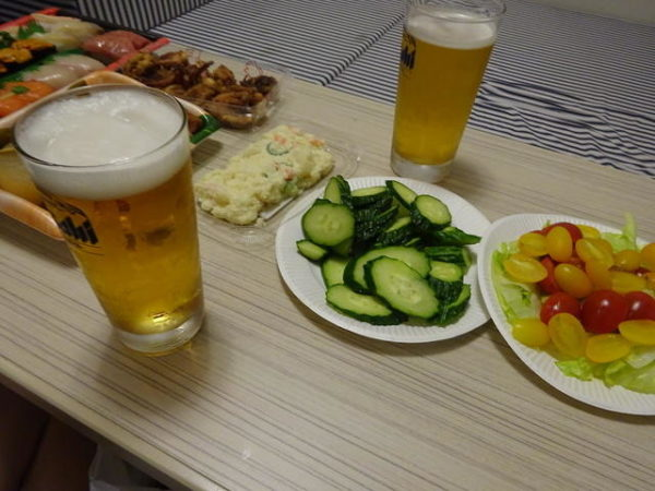 太平洋フェリー1等室で夕食。生ビールで乾杯
