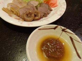 赤羽八起のホルモン煮は酢味噌で食べる
