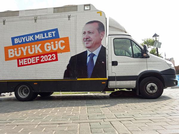 イスタンブールで見かけたエルドアンの選挙カー