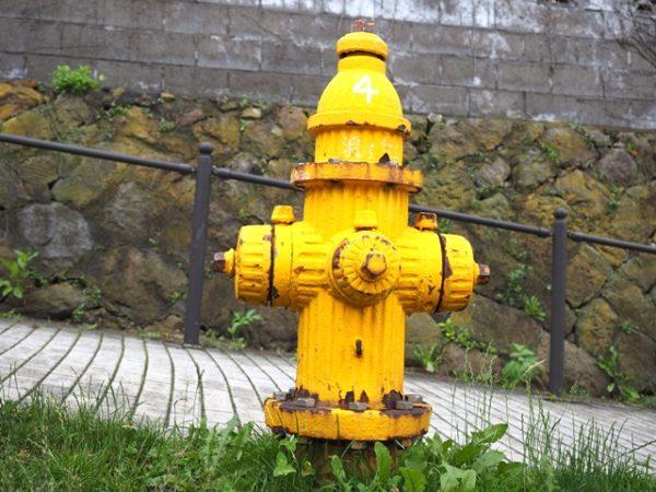 函館元町で見かけた黄色い消火栓