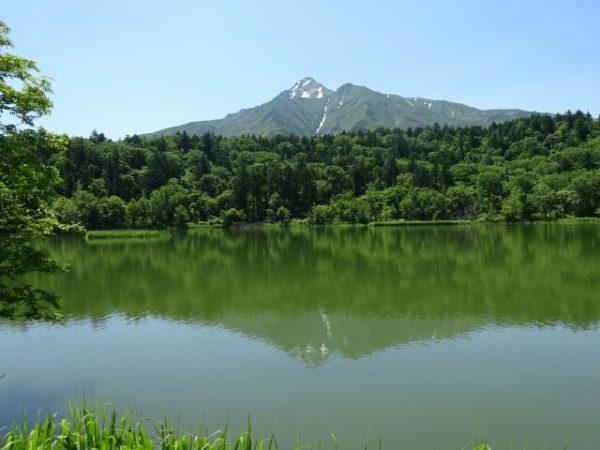 姫沼に映る利尻山