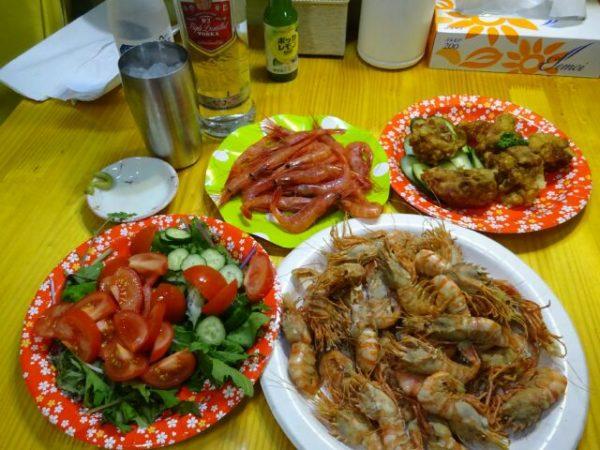 北海道キャラバンでの夕食、南蛮エビの刺身、茹でたイバラエビ