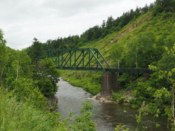 旧深名線第三雨竜川橋梁の全体像、トラス