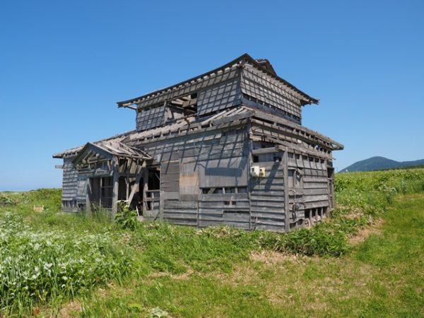 利尻島の廃屋、北のカナリヤたちのロケ地