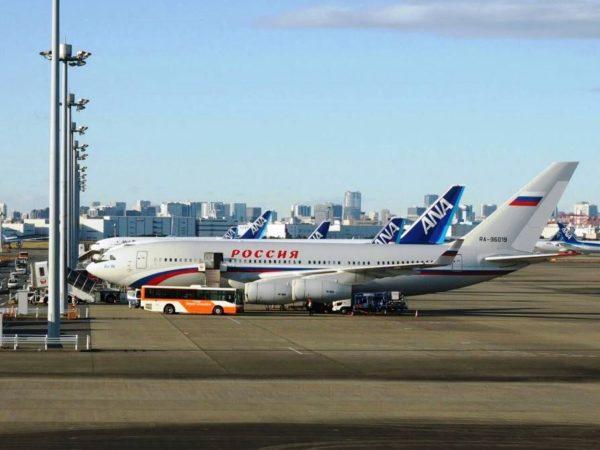 羽田空港に駐機するIl-96-300ロシアのプーチン大統領訪日