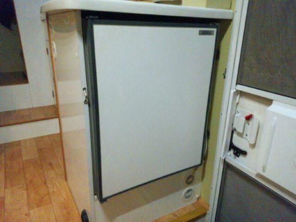 キャンピングカーの冷蔵庫が壊れる