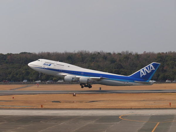 全日空のボーイング747-400、熊本空港