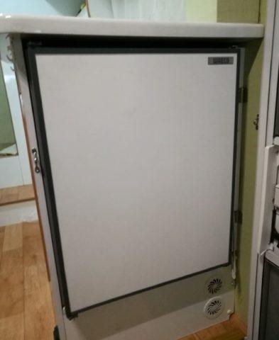 キャンピングカー、デイブレイク号のWAECO(バエコ)65リットル12V冷蔵庫