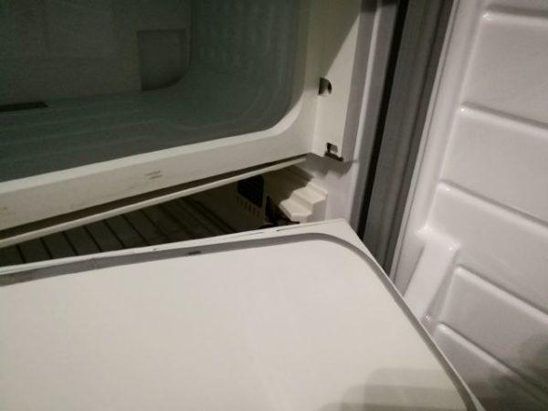 キャブコン・キャンピングカーの冷蔵庫のふたが割れる