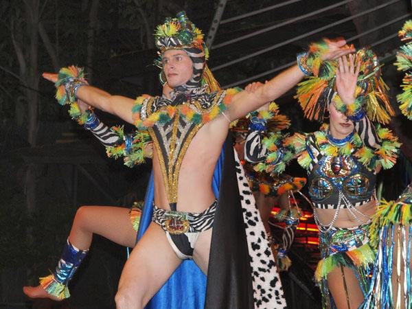 キューバの有名キャバレー、トロピカーナで撮影したダンサー
