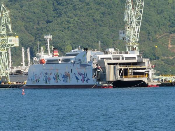 生口島に係留されるインキャット製高速フェリーナッチャンworld