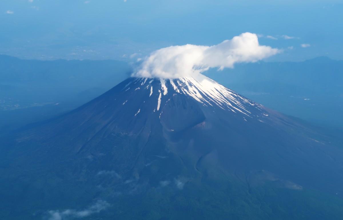 機内から見る初夏の富士山