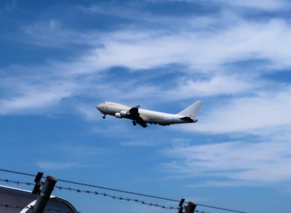 鹿児島空港を飛び立つB747-47,N476MC