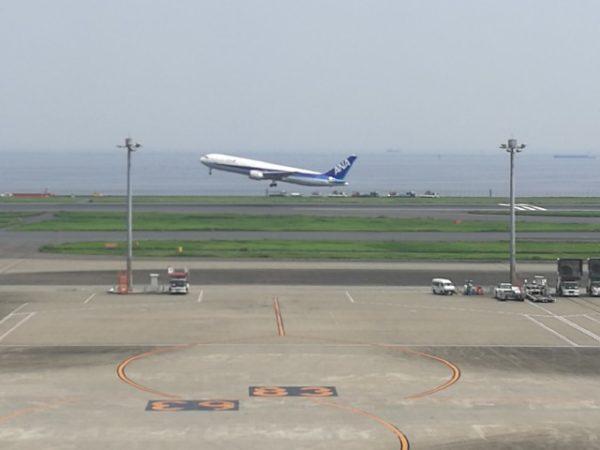 離陸するana、羽田空港。