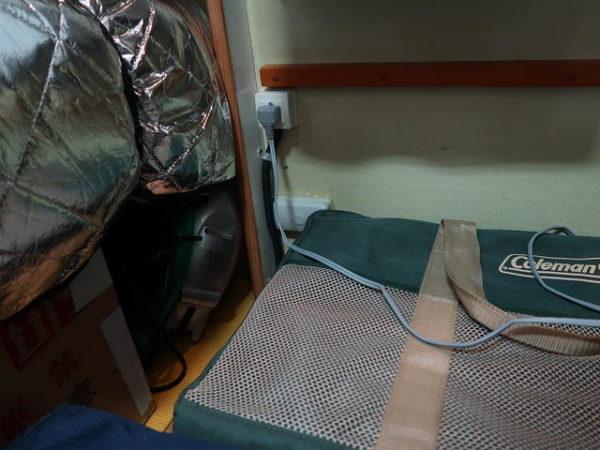 キャンピングカーに取り付けた窓用エアコンの電源配線