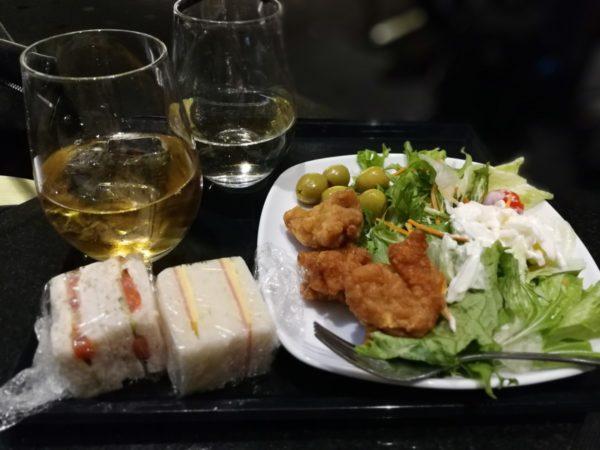 羽田空港国際線ターミナルANAラウンジで食事