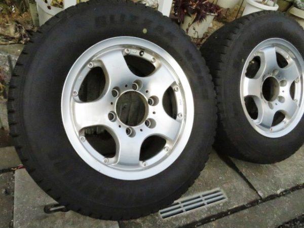 カムロード用スタッドレスタイヤ、ブリヂストンBLIZZZAK、W969、215/65R15