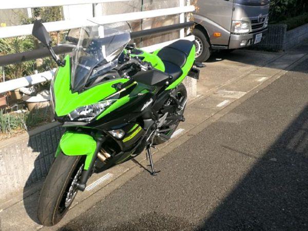 マイバイクKawasaki,Ninja650。後ろはキャンピングカー、デイブレイク