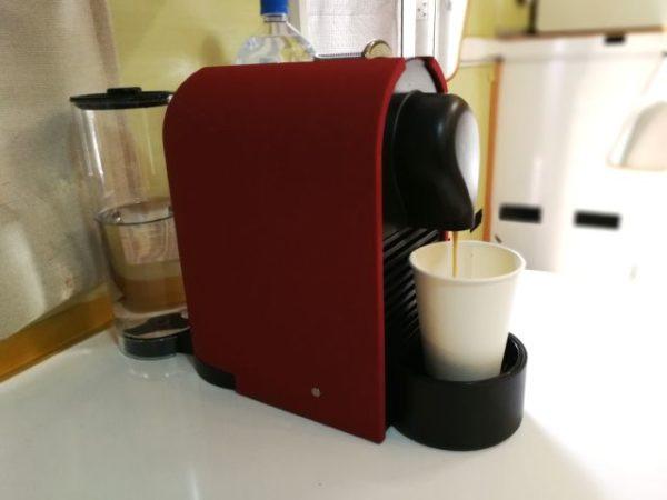 キャンピングカーにネスプレッソUを設置、コーヒーを淹れる