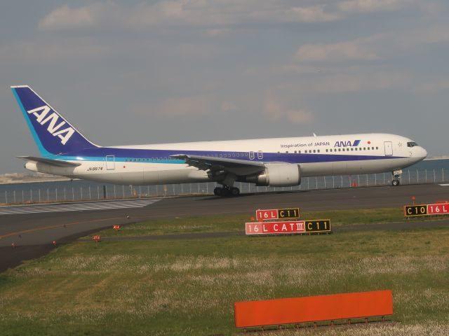 羽田空港にてANAボーイング777