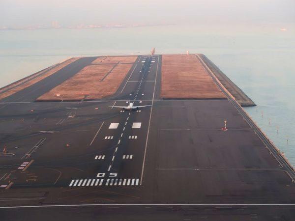 羽田空港A滑走路着陸時のD滑走路画像